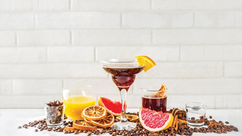 Gin cocktail ingredient pairings with Negroni cocktail