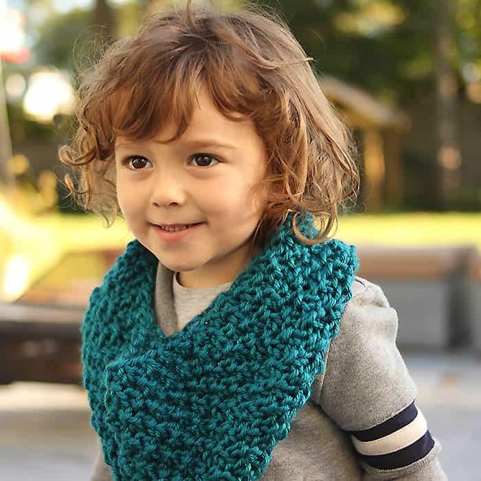 Kids Moss Stitch Cowl Free Knitting Pattern