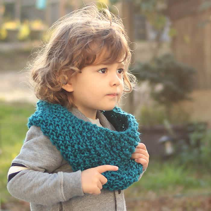 Kids Moss Stitch Cowl Free Knitting Pattern