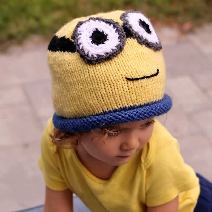 Minion Hat Free Knitting Pattern- perfect for Halloween!