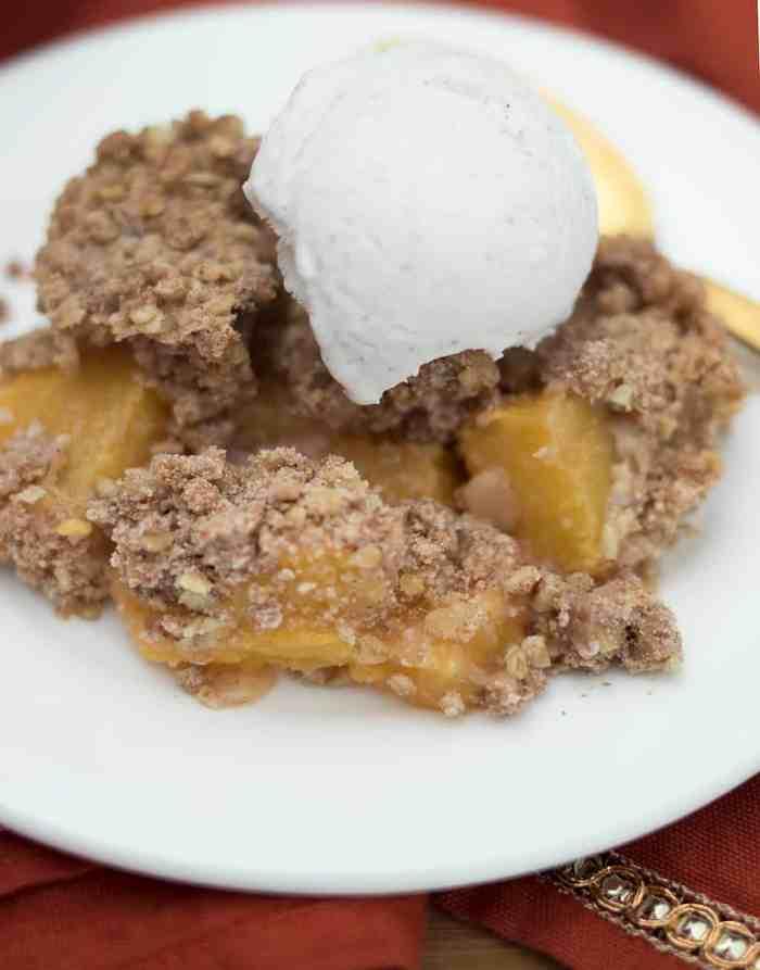 Easy Vegan Peach Cobbler Crisp