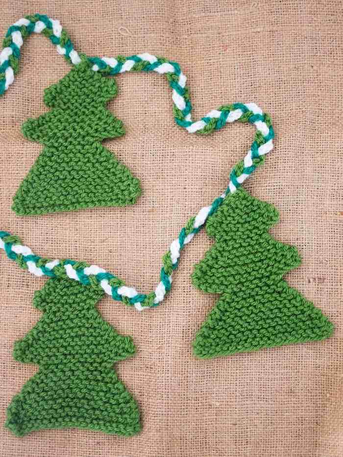 Christmas Tree Garland Knitting Pattern