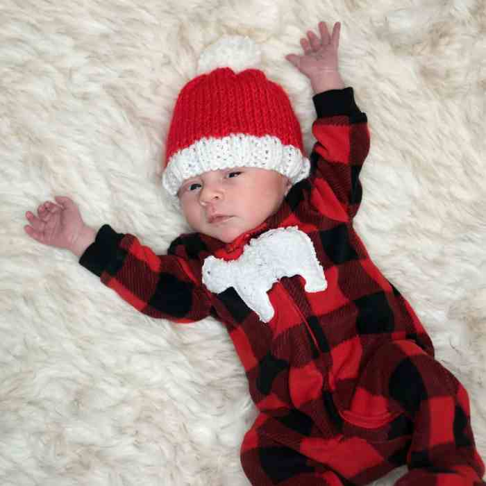 Easy Newborn Santa Hat Knitting Pattern - Gina Michele 47392e3f432