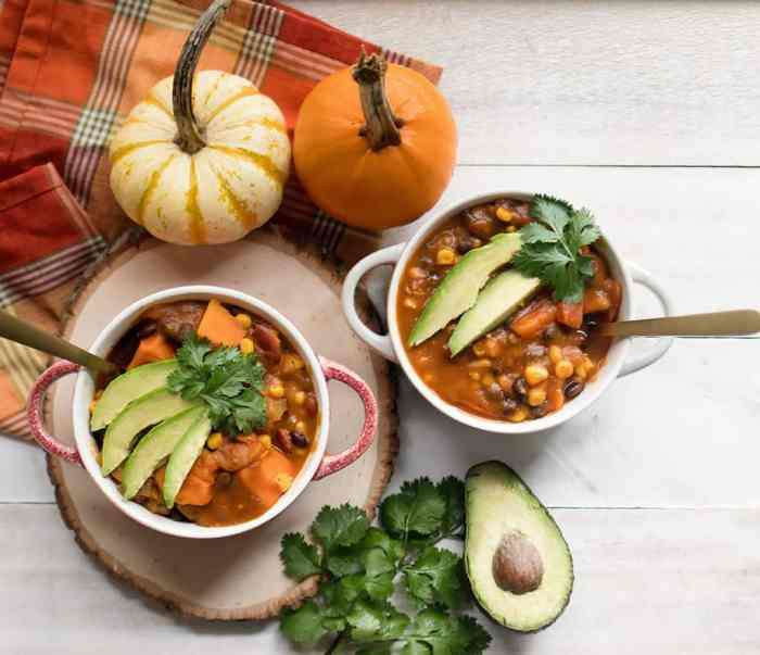 Slow Cooker Vegan Black Bean Pumpkin Chili
