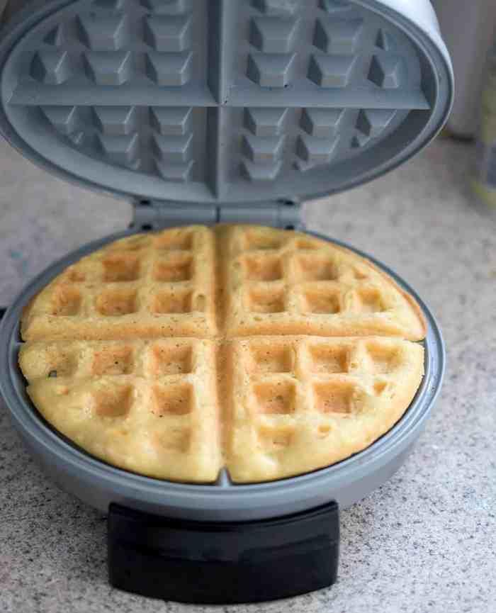 Easiest 5 Minute Vegan Waffles