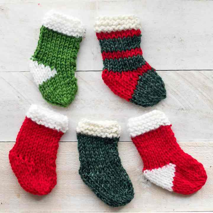 How to Knit Easy Mini Christmas Stockings