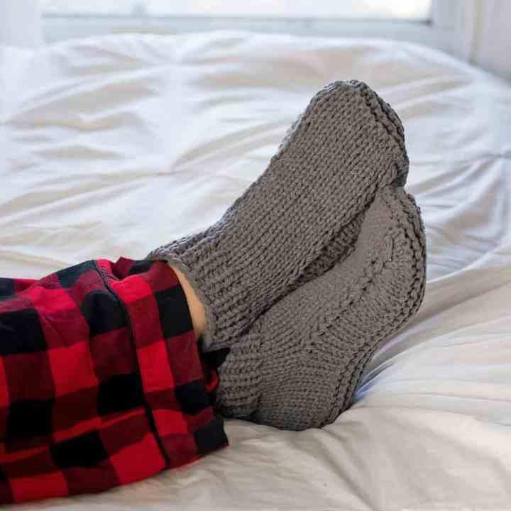 Easy Flat Knit Slippers For Men