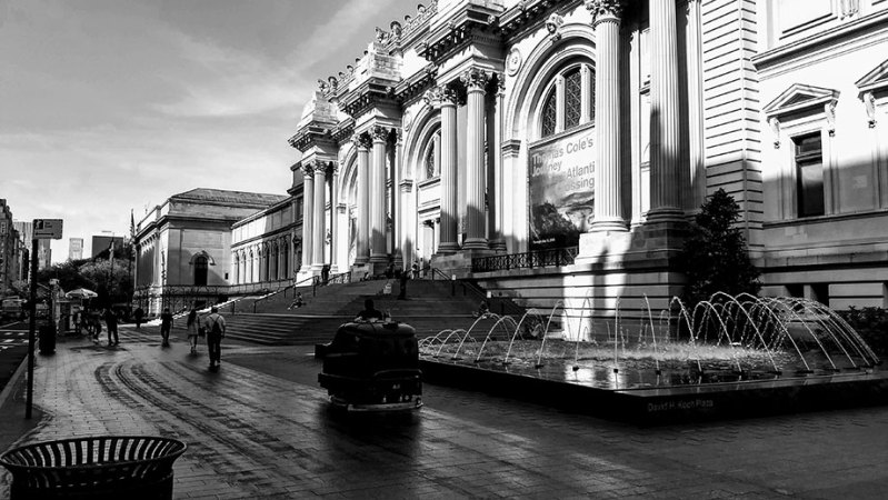 early morning on The Met plaza