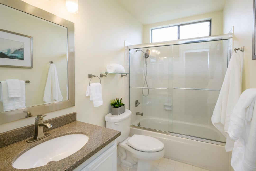 327 Green Hills Dr Millbrae CA-large-022-24-Bathroom-1500x1000-72dpi
