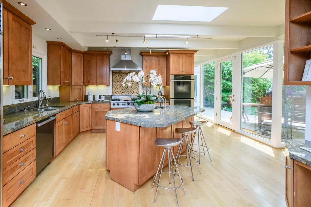 110 Los Montes Dr Burlingame-large-010-16-Kitchen-1500x1000-72dpi