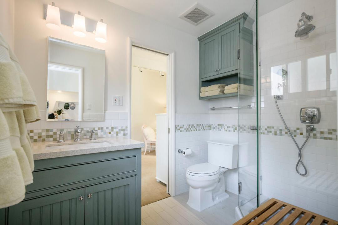 110 Los Montes Dr Burlingame-large-027-30-Jack Jill Bathroom-1500x1000-72dpi