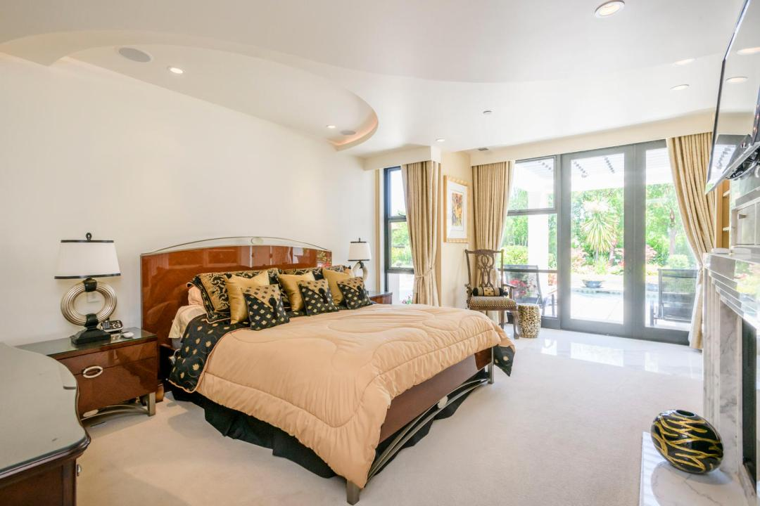930 Hillsborough Blvd-large-030-17-Master Bedroom Ensuite-1500x1000-72dpi