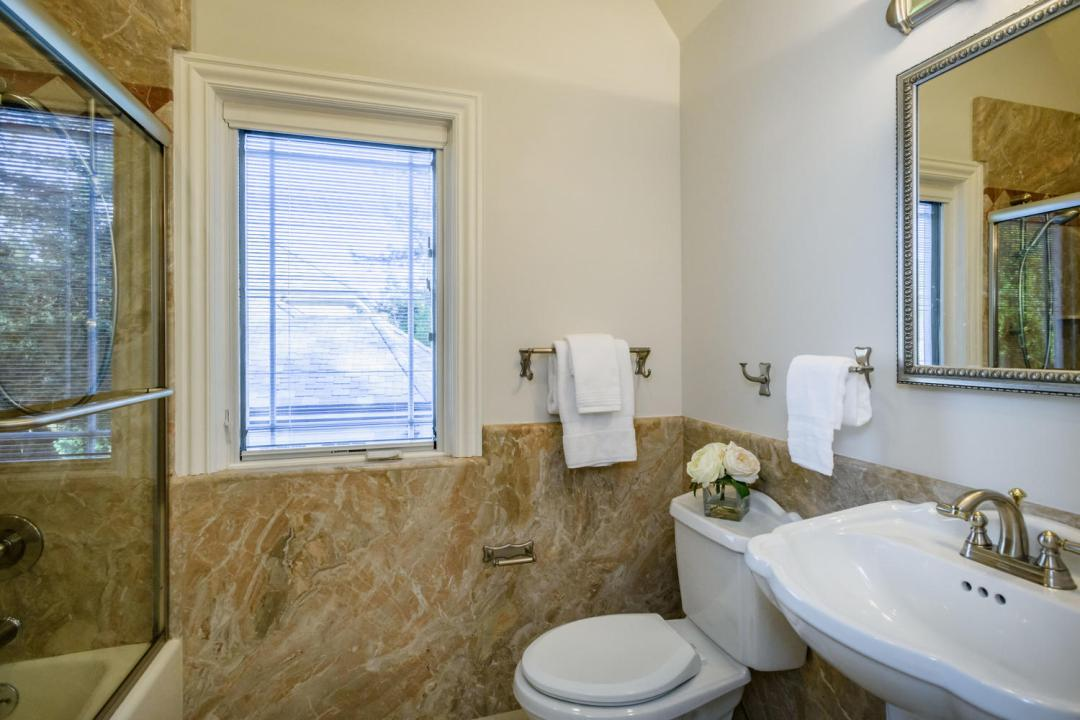 840 Newhall Rd Burlingame CA-large-038-27-Bathroom-1500x1000-72dpi