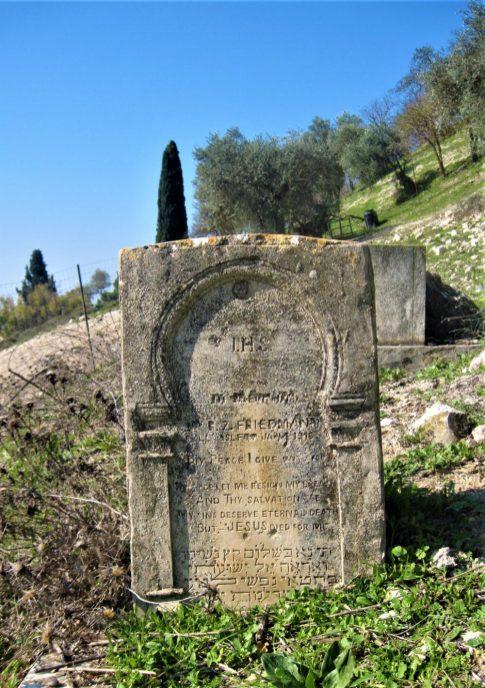 קברו של בן ציון פרידמן, יהודי מומר שהפעיל בית חולים מודרני בעיר עד מותו ב1916