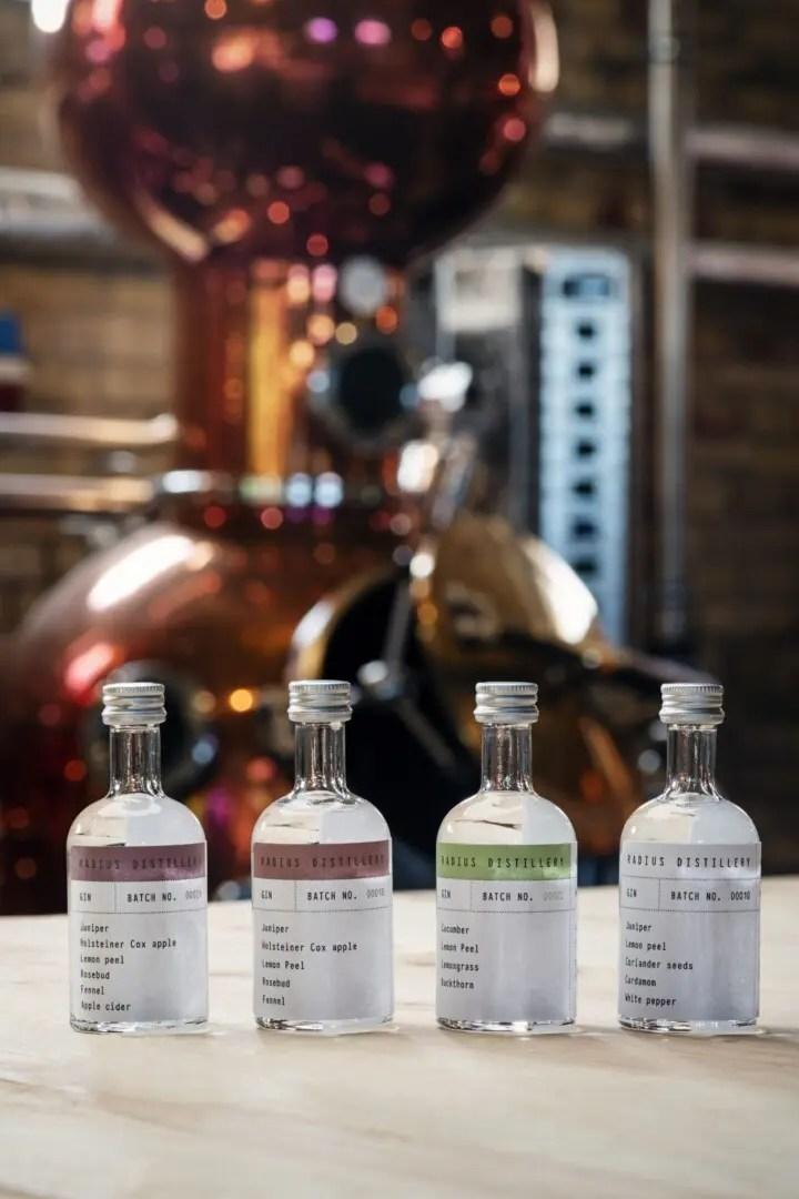Billede af de fire gin i Radius Distillery smagesæt