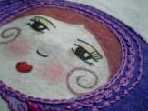 Bordando su pañuelo