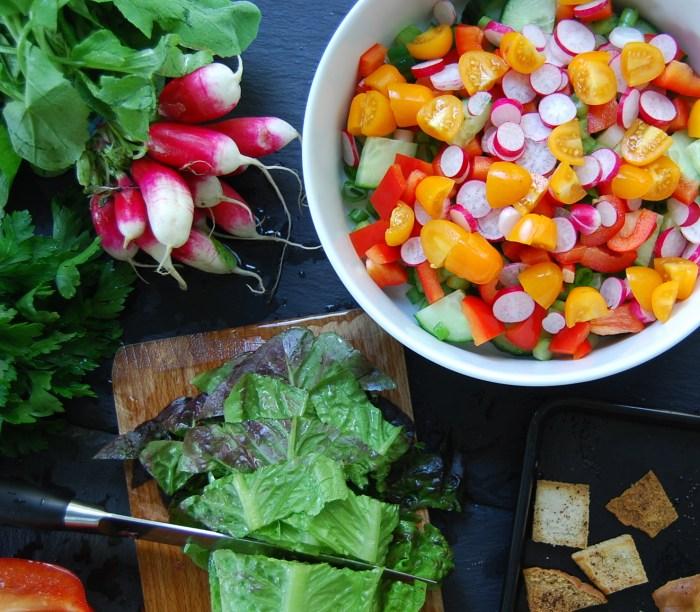 Fattoush cutting veg