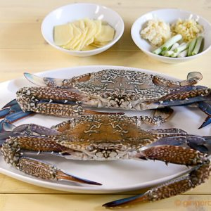 Stir-Fry Crabs with Ginger and Scallions