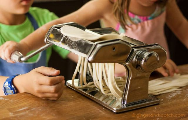Using Pasta Machine to Cut Udon Dough