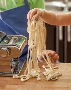 Using Pasta Machine to Cut Udon Dough