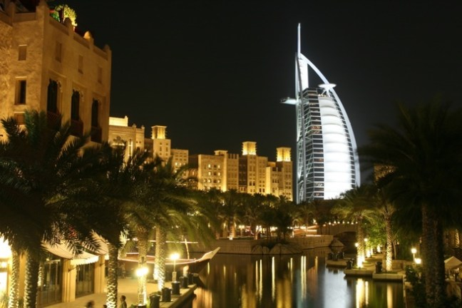 Dubai Madinat Jumeirah Night-22775388-2349-4384-a19f-06d5b8fefe42-0-655x437