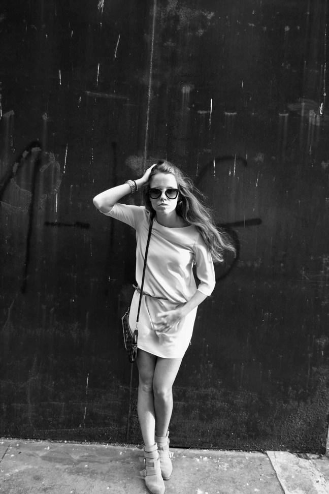 vestido corto con botas