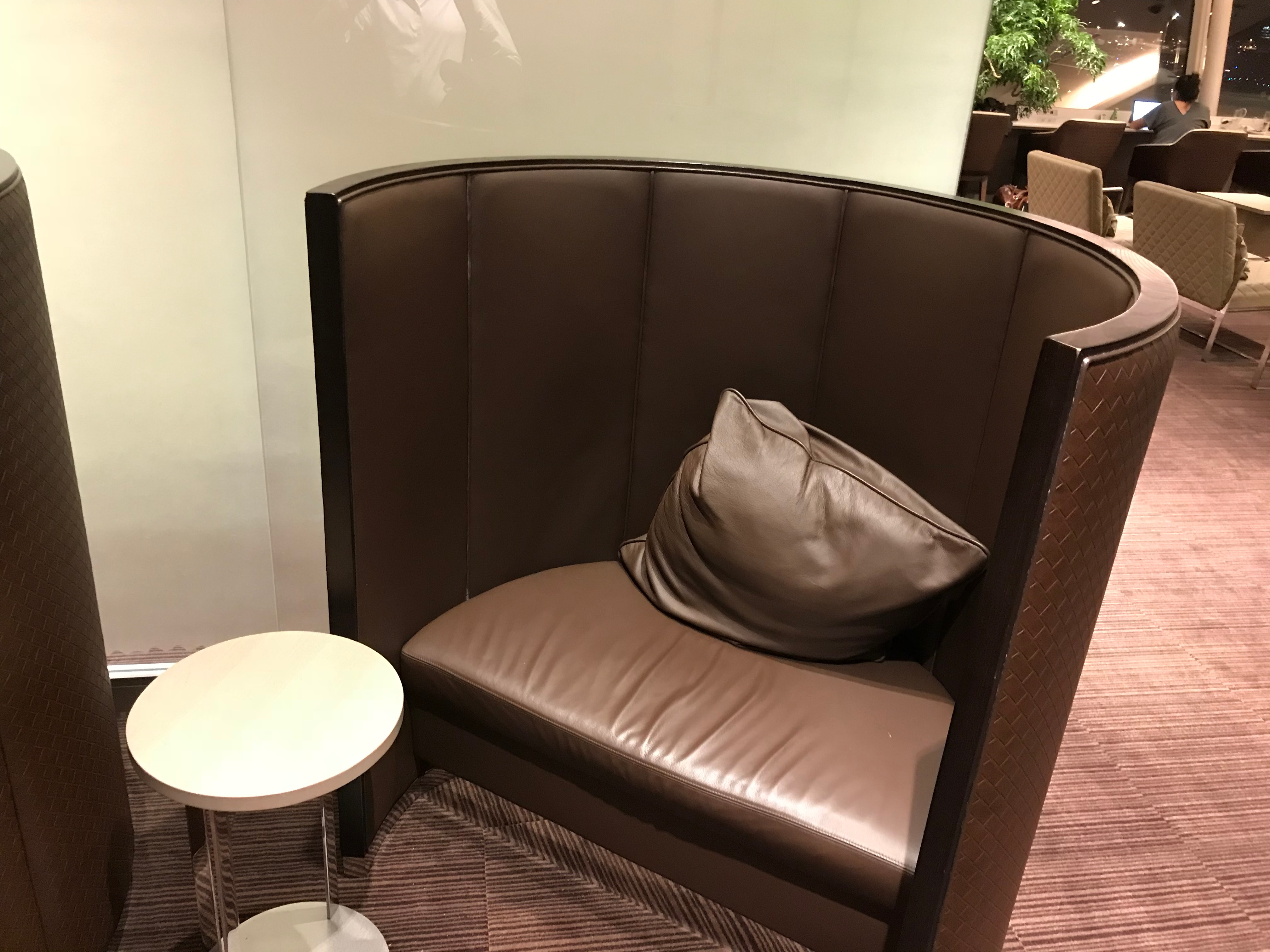 JAL First Class lounge Haneda seating pods