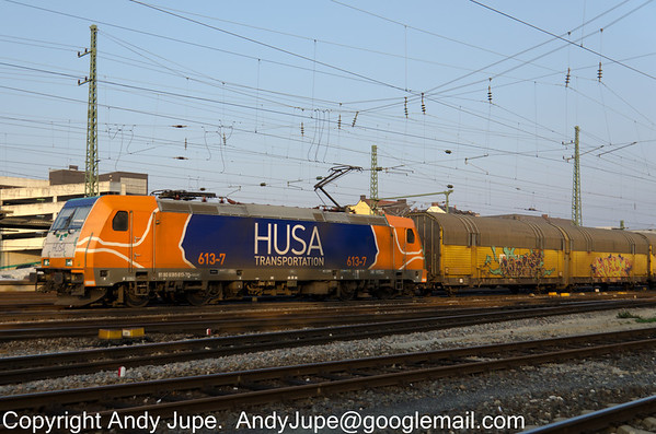 HUSA livered 185 613-7 passes through Fürth, Germany on the 8th  of October 2013 with a train of ARS Altmann covered car carriers.