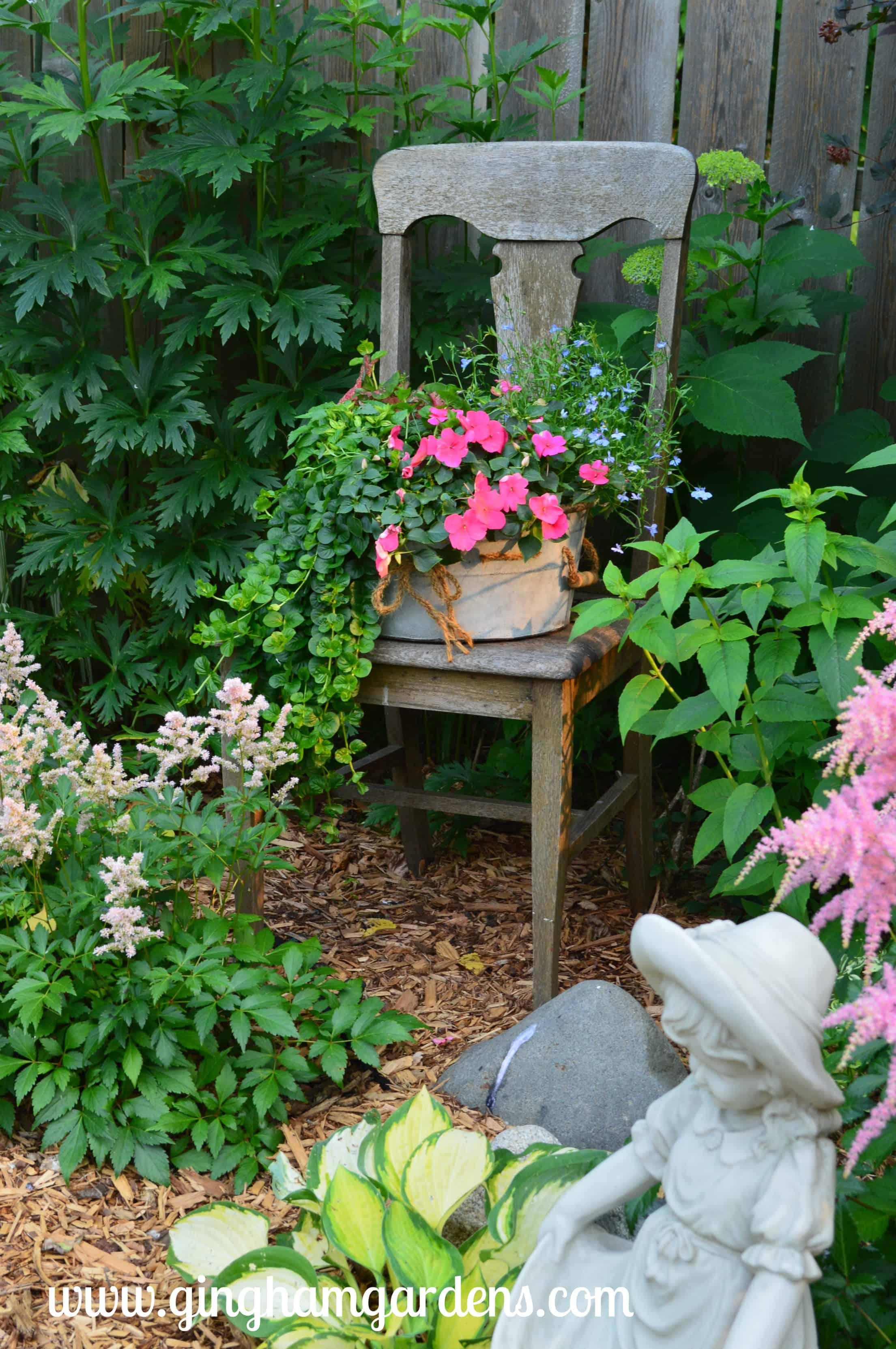 garden vignettes using flea market finds gingham gardens