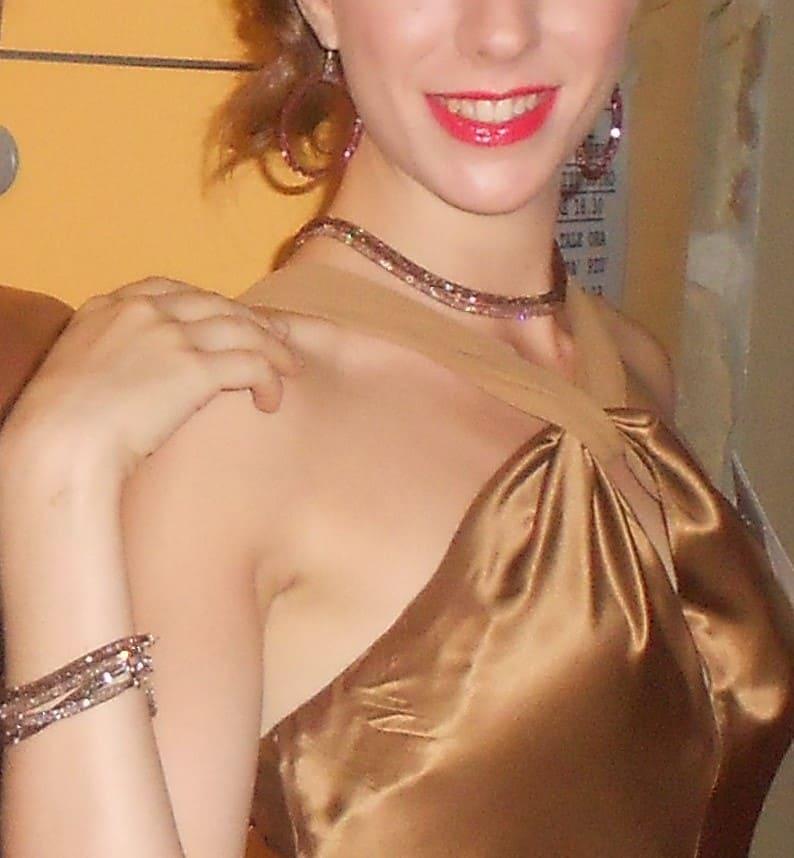 collana marrone a 2 fili madame indossata