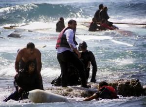 img1024-700_dettaglio2_Migranti--salvati-da-membri-della-guardia-costiera-greca-a-Rodi-Reuters