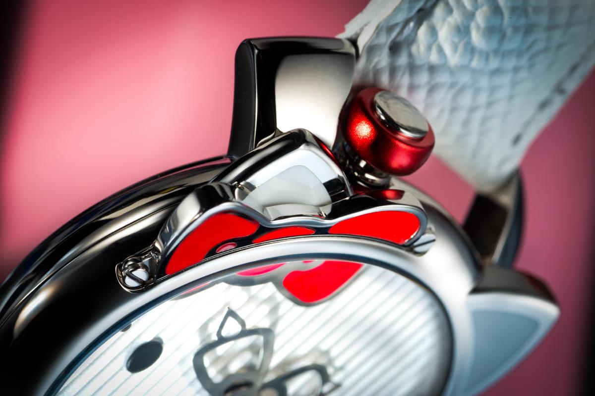 Dettaglio della cassa dell'orologio di Hello Kitty