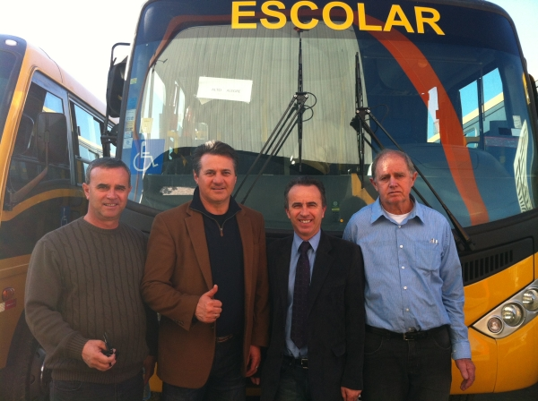 Giovani Cherini comemora a entrega oficial do ônibus escolar ao município de Alto Alegre