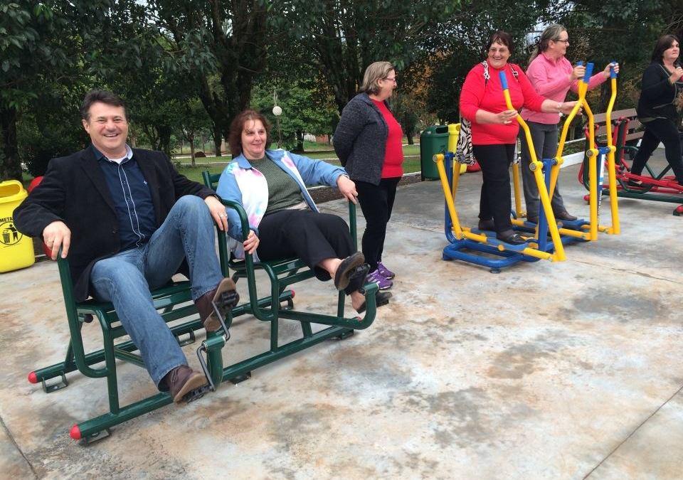 Em Chapada, Giovani Cherini inaugura academia ao ar livre