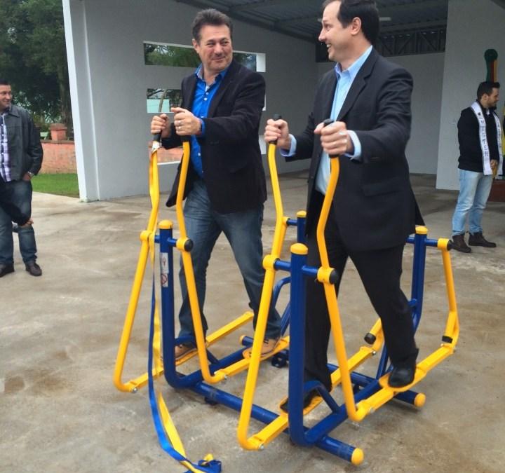 Giovani Cherini entrega academia de saúde para comunidade de Roca Sales