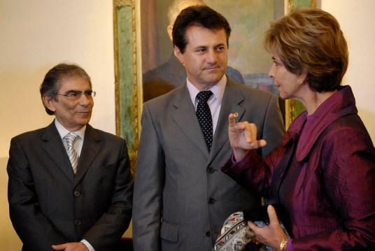 Giovani Cherini entrega medalha Mérito Farroupilha a Ayres Britto, com a gavernadora Yeda Crusius