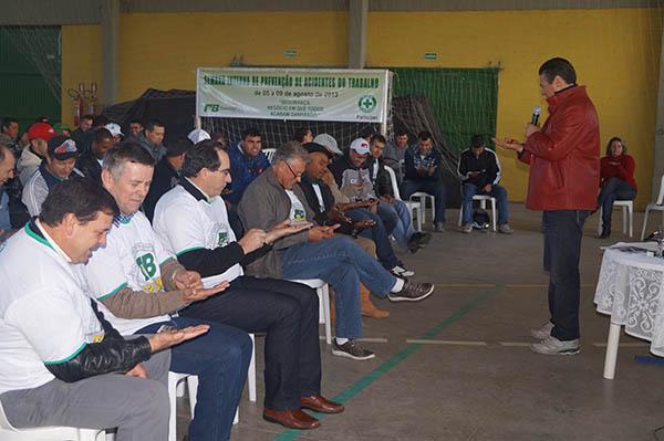 Giovani Cherini faz palestra para os colaboradores da Florestal Barra de Butiá