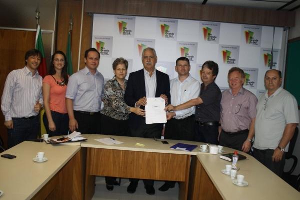 Deputado Giovani Cherini comemora a liberação de recursos para a construção da UTI do Hospital Público Regional de Palmeira das Missões