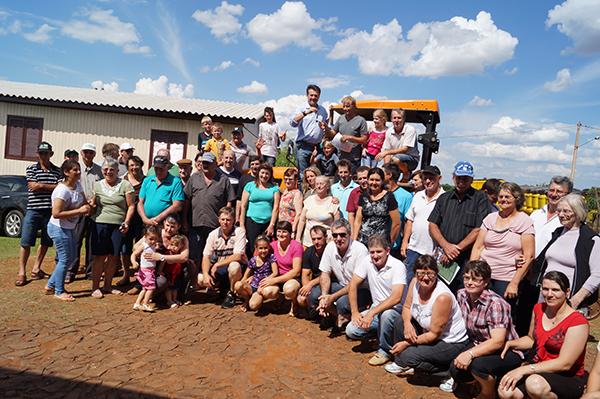 Giovani Cherini realiza entrega de equipamentos agrícolas para a comunidade de Tenente Portela