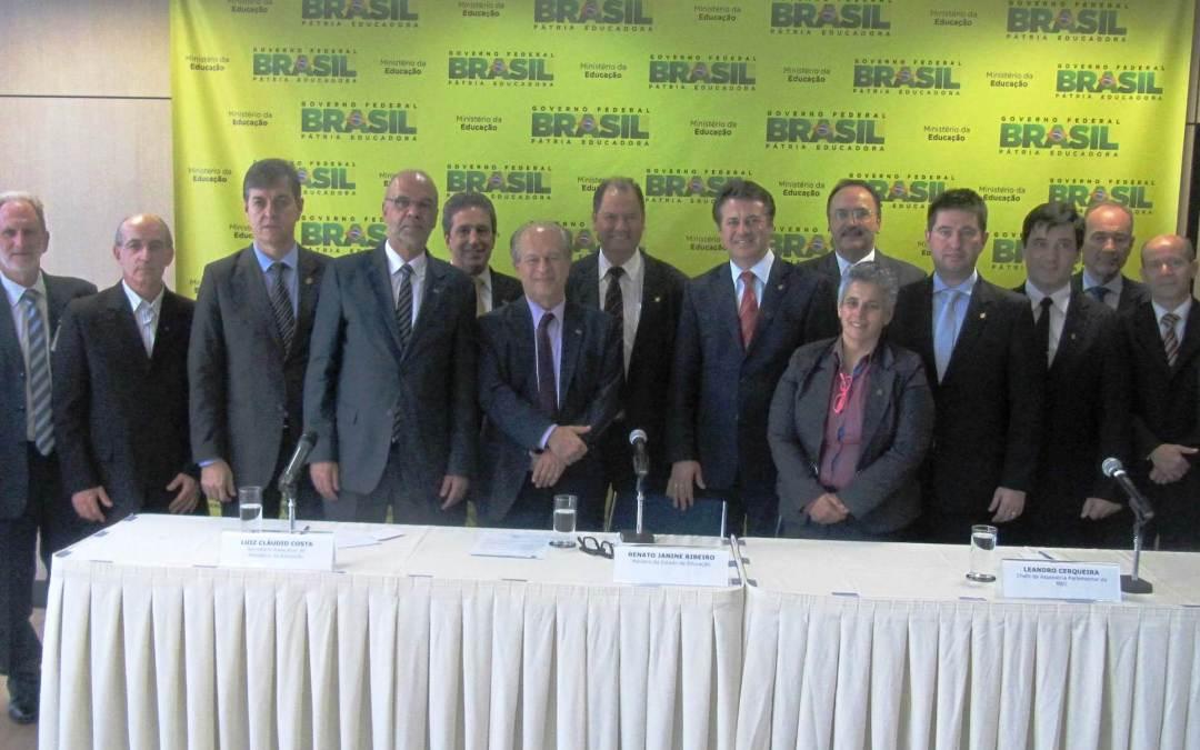 MEC anuncia liberação de R$ 1,1 bilhão para pagamento dos repasses do Fies