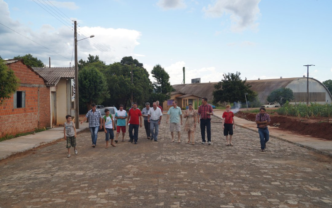 Deputado Federal Giovani Cherini vistoria obras de pavimentação das ruas Artur Simões e Rodolfo Frantz no município de Tunas
