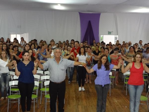 Deputado Giovani Cherini palestra para mais de 200 professores em Barros Cassal