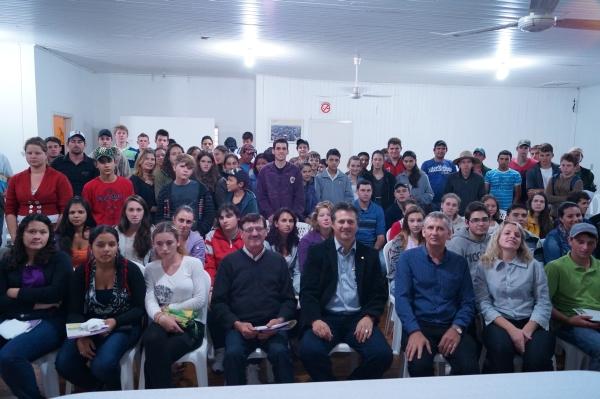 Deputado Giovani Cherini faz palestra para mais de 200 Jovens Rurais em Frederico Westphalen