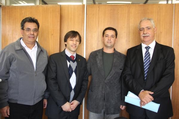 Pleitos de São Jerônimo são acompanhados pelo deputado Giovani Cherini na Secretaria Estadual de Saúde