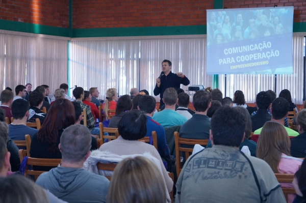 Universidade prepara líderes holísticos cooperativos em Não-Me-Toque