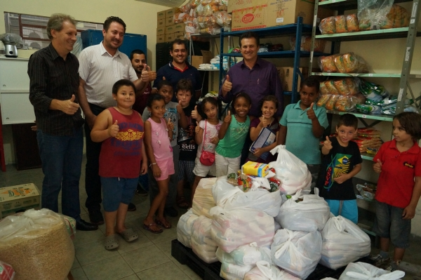 Deputado Giovani Cherini entrega doações recebidas no 8º  Encontro Holístico Brasileiro para instituições