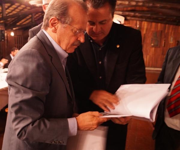 Deputado Giovani Cherini trata da duplicação da Ponte no Arroio Espraiado com o Governador Tarso Genro