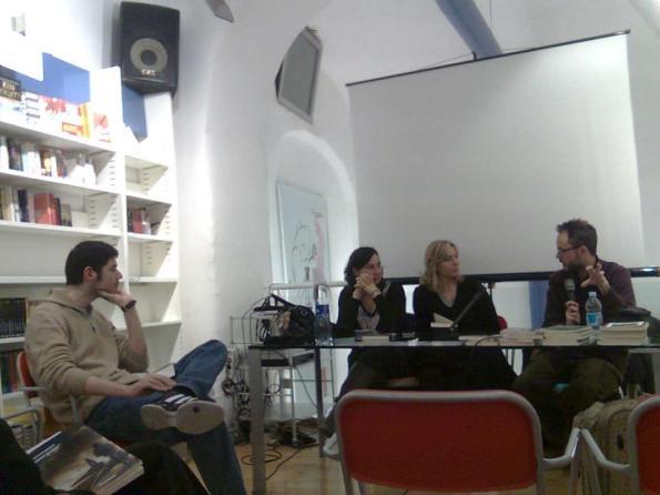 """""""Sentieri di notte"""" a """"TemperaNapoli"""", con (da sin.) Andrea Corona, Monica Serra e Claudia Graziani"""