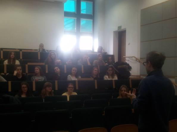 """Presentazione di """"Ścieżki nocy"""" a Varsavia, presso l'Uniwersytet Kardynała Stefana Wyszyńskiego, insieme al Dr. Leonardo Masi (novembre 2016)."""
