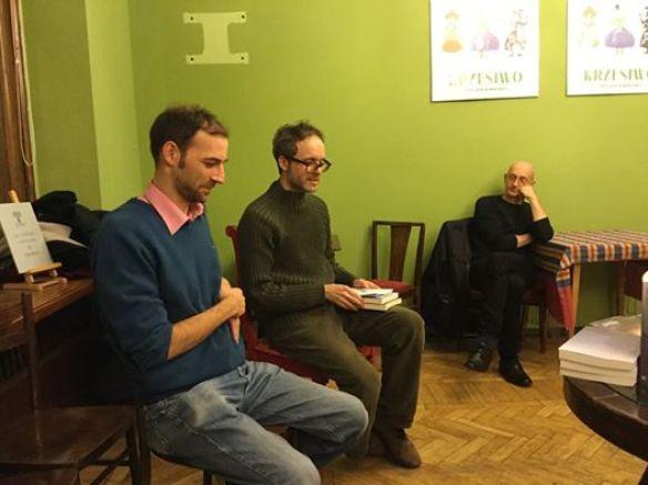 "Presentazione di ""Ścieżki nocy"" a Varsavia, presso la libreria ""Tarabuk"", insieme al Dr. Leonardo Masi (novembre 2016)."